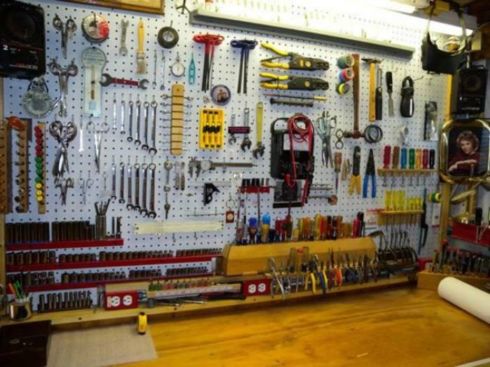 Полочки для инструментов в гараже своими руками 98