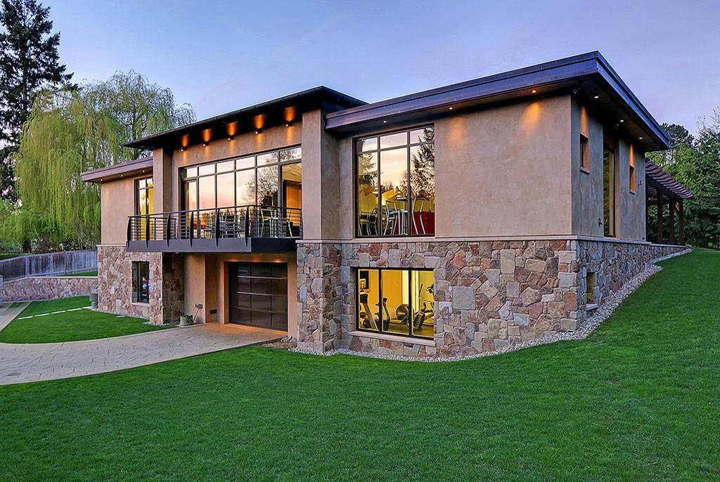 Дом в два этажа с гаражом