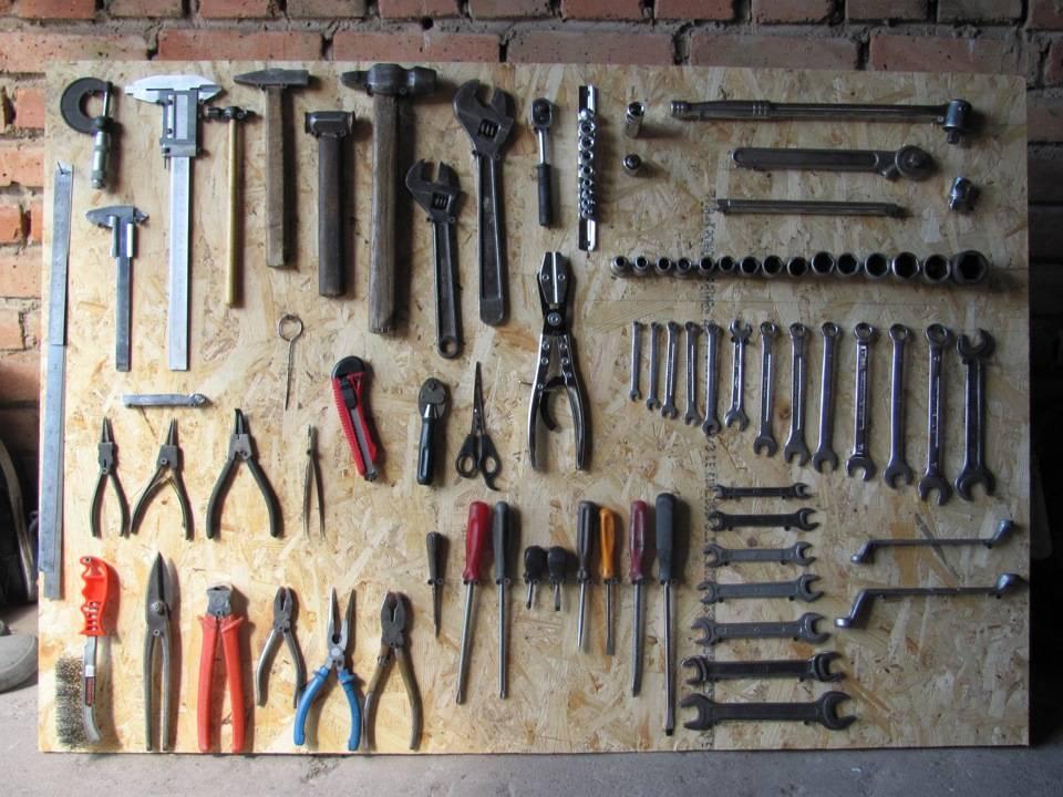 Как сделать стенд для инструментов в гараже