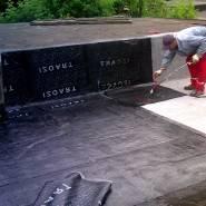 Рубероид эффективно защищает крышу от излишка влаги