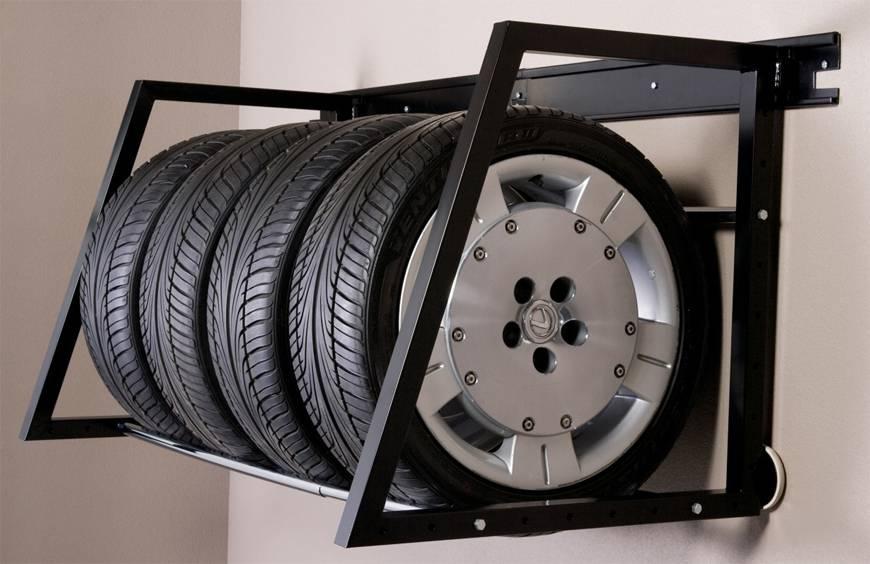 Для колес делают специальные полки