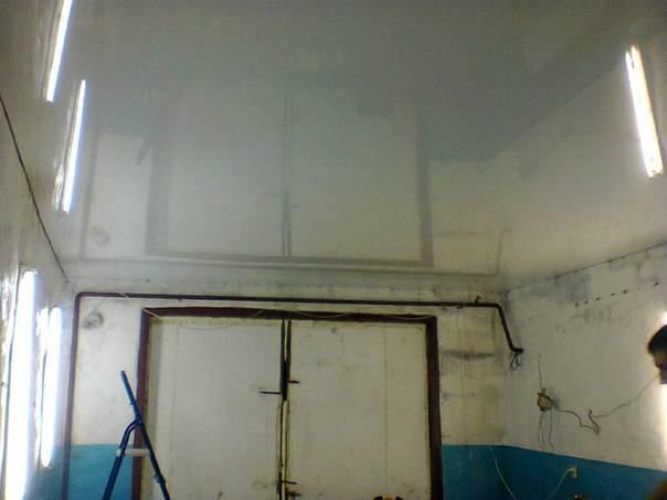 Натяжной потолок монтируется очень быстро