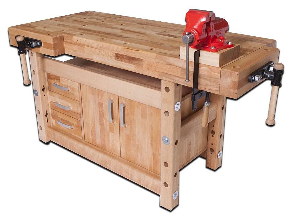Столярный верстак делают из деревянных брусьев