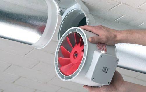 Для усиления потока воздуха используют вот такие вытяжные аппараты