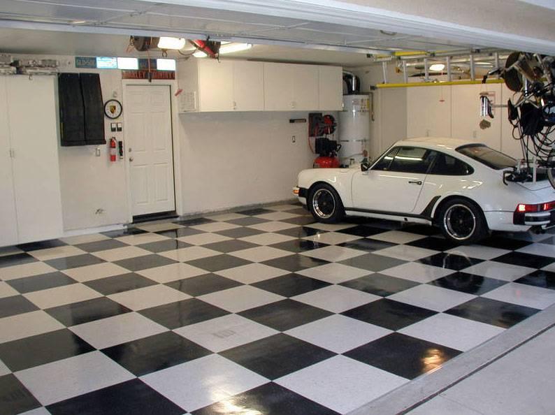 Плитка выложена в гараже