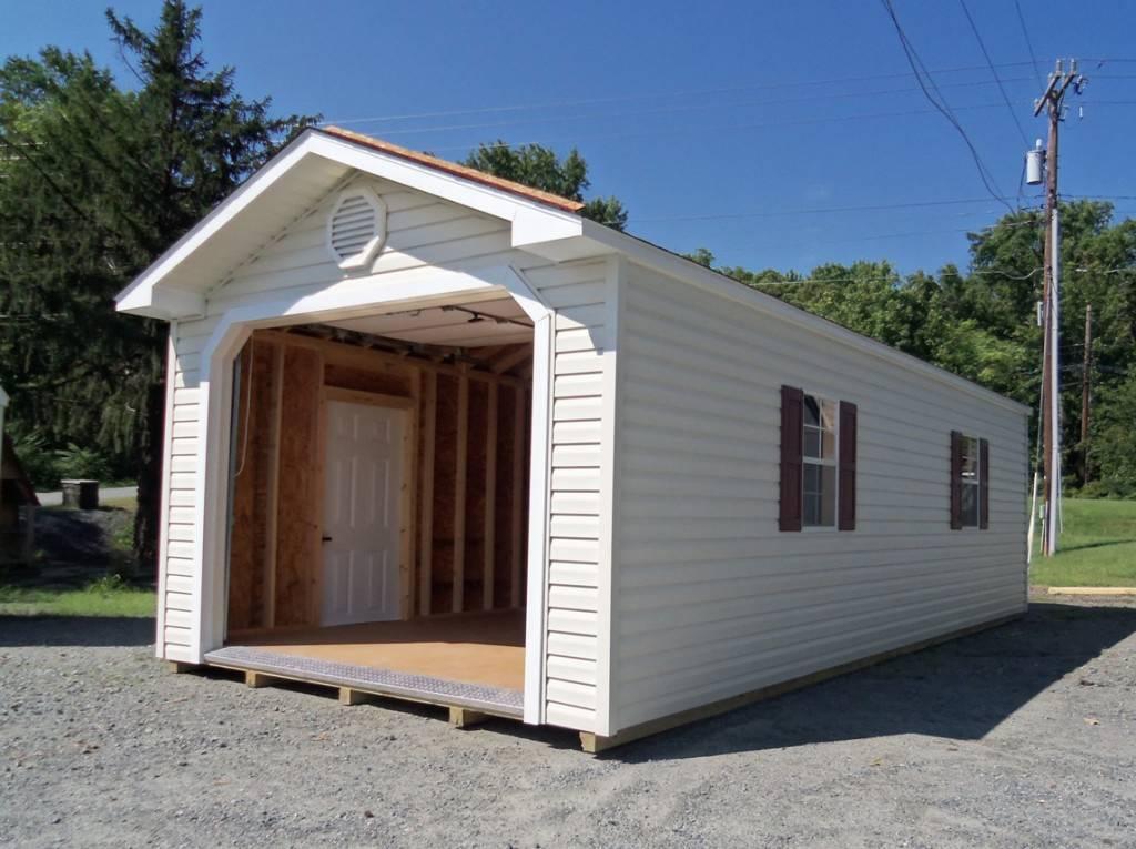 Быстровозводимый гараж белого цвета