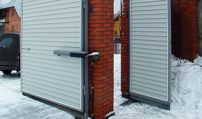 Распашные ворота можно усовершенствовать автоматикой