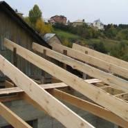 Каркас крыши делают из дерева